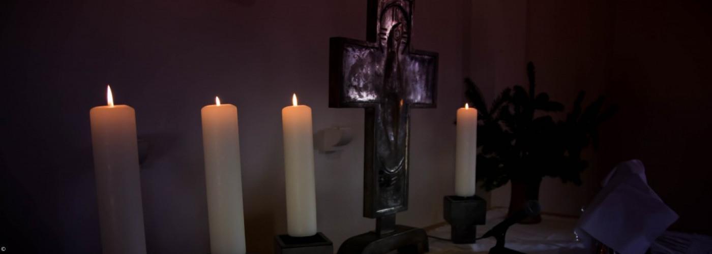 Altar im Dunkeln