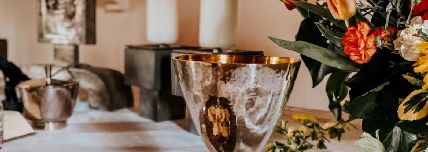 Altar im Kerzenschein